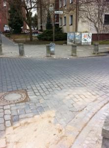 Ein mit Sand gefülltes Loch an der Mündelstraße